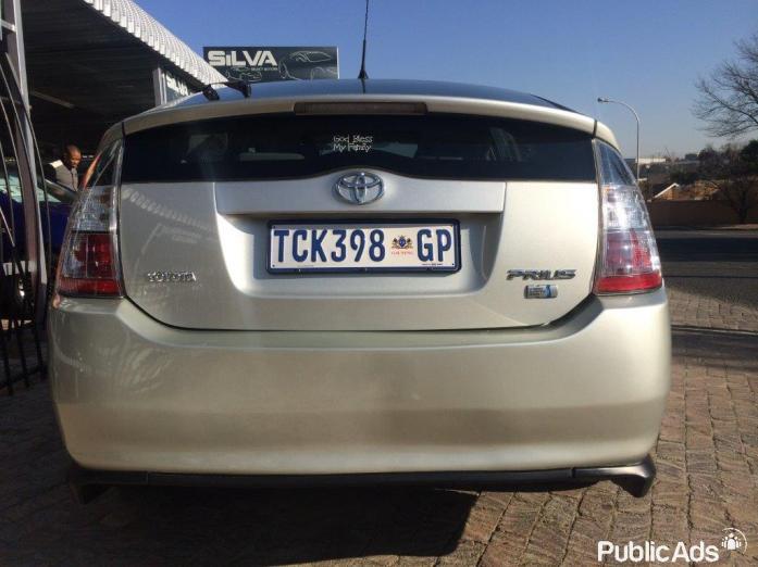 2006 Toyota Prius - Very Light in Petrol