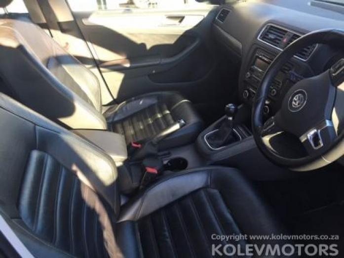 Volkswagen Jetta VI 2.0