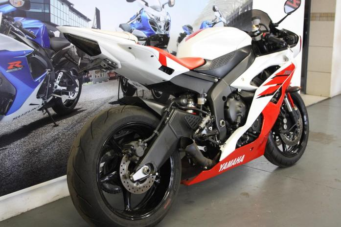 2009 Yamaha R6 600cc white/red with 38000km (CC101-202)