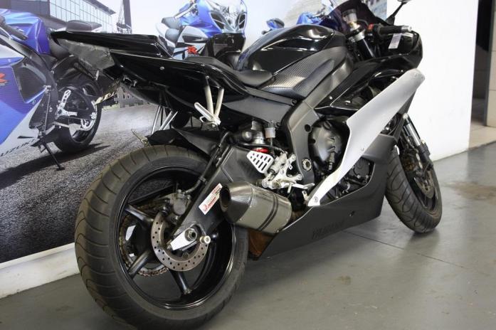 2006 Yamaha R6  (CC101-227)