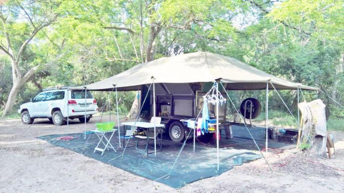 Top of the range 4X4 SAFARI KAMPEER SLEEPWA kompleet met tent