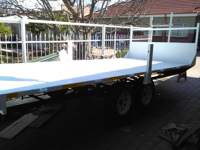 5.5 Meter,2,5 Ton Solid Flat Bed High Level Trailer