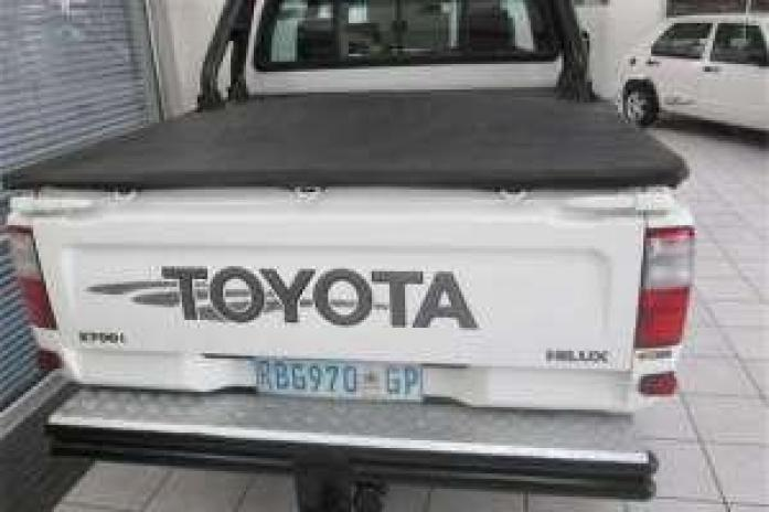 toyota hilux doblecab 2.7 with good running condition,papers in order