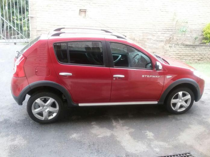 2013 Renault Sandero Stepway 1.6 Full Service History Immaculate Condition