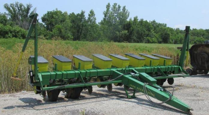 8 Rows John Deere 7000 Planters For Sale