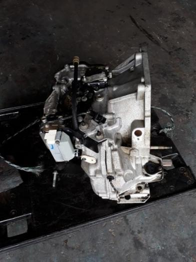 Renault Clio 3-1.6 16 v Automatic-Gearbox D P O