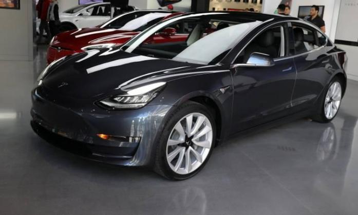 Tesla finally hits target for weekly production on Model 3 cars